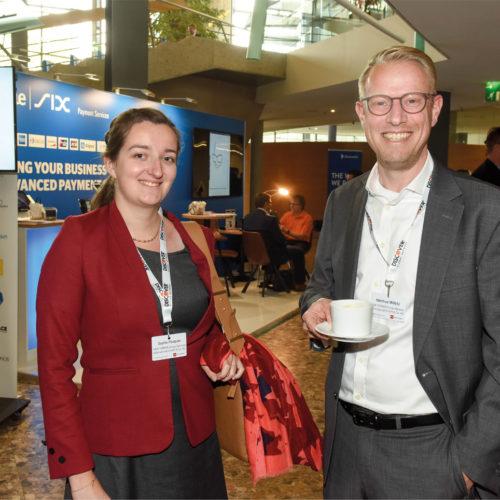 Austausch unter Kollegen: Sonja Pasquier und Matthias Mölbitz (beide New Yorker Group Services)