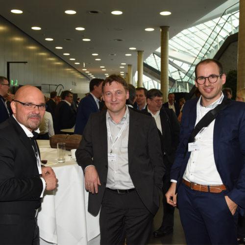 Hatten viel Freude: José Tizon (Edeka Handelsgesellschaft Rhein-Ruhr) mit Andreas Harms (Casio) und Andreas Gimpel (Sato)