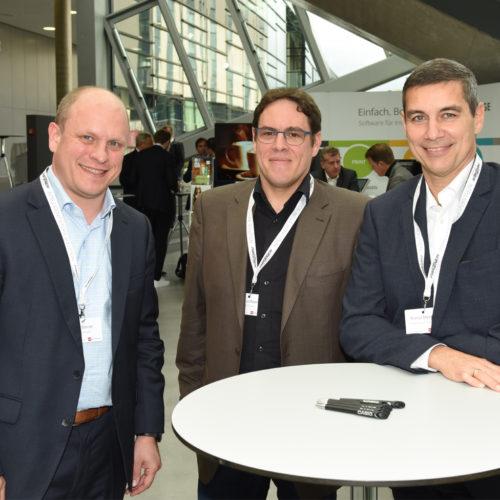Unter Kollegen: Dirk Steiner und Markus Bayer (beide dmTech) mit Roman Melcher (dm-Drogeriemarkt) - v.l.n.r.