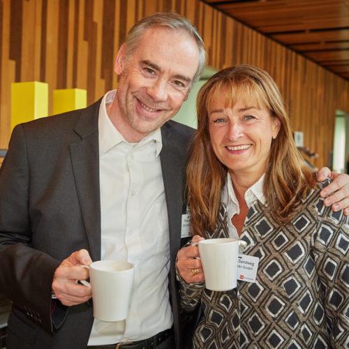 Plausch unter Kollegen: Thomas Schulz und Barbara Sandweg (beide Rewe Markt)
