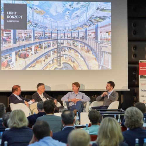 Sprachen über die Wirkkraft von Licht: Ulrich Spaan (EHI) mit Reinhard Vedder (Vedder Lichtmanagement), Matthias Grimm (Globetrotter) und Michele Masaracchio (Oktalite)