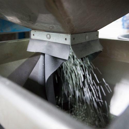 Führende Hersteller elastischer Bodenbeläge speisen systematisch Recyclingmaterial in den Produktionsprozess ein.