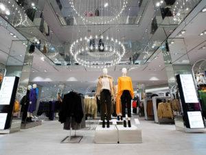 """Große Ketten wie H&M, hier in Zürich, wählen oftmals """"Gesamtpakete""""."""