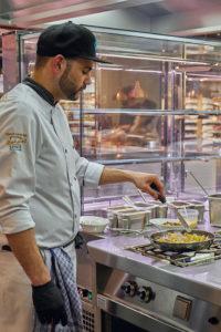 Moderner Kombidämpfer und Profi-Küchengerät von MKN