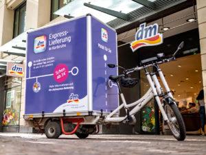 Dank Express-Lieferung erhält die dm-Kundschaft bei einer Bestellung bis 16 Uhr ihre Waren noch am gleichen Tag.