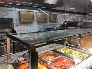 Am Tag der Wiedereröffnung bot Globus SB-Warenhaus seinen Kunden fünf Gerichte an.