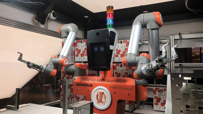 Die R4R-Initiative besuchte auch Roboter Gisela von pi4 im Berliner Einkaufszentrum Bikini