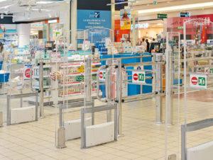 Die Sicherheitstechnik an Ein- und Ausgang des Iper-Marktes in Italien dient auch der Kundenzählung