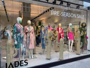 Wer sagt, dass die Maskenpflicht Uniformität bedeutet? Das Düsseldorfer Geschäft Jades und die Modeindustrie zeigen das Gegenteil.