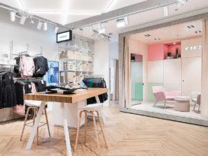 """In Polen eröffnete Orsay den ersten """"Connect""""-Store, der sich ganz dem Thema Online- Order und Abholung widmet"""