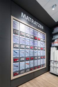 Das Einrichtungsunternehmen investiert insgesamt rund 52 Millionen Euro in die Umstellung von gedruckten Preisschildern auf elektronische und zentralseitig gesteuerte Preisschilder