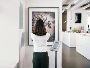 Watson im Berliner Palais Populaire: Die kognitive MIA vermittelt Kunst