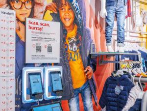 Kinderarbteilung bei s.Oliver in Stuttgart: Im Store sind nur Musterteile, gewünschte Größen und Farben werden per App oder Store-Tablet bestellt