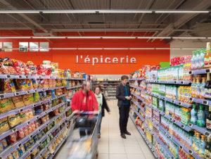 """Im Hypermarkt E. Leclerc in Frankreich hat das """"Internet des Lichts"""" Einzug gehalten, das Unternehmen kommuniziert über das Lichtsystem mit dem Kundenhandy"""