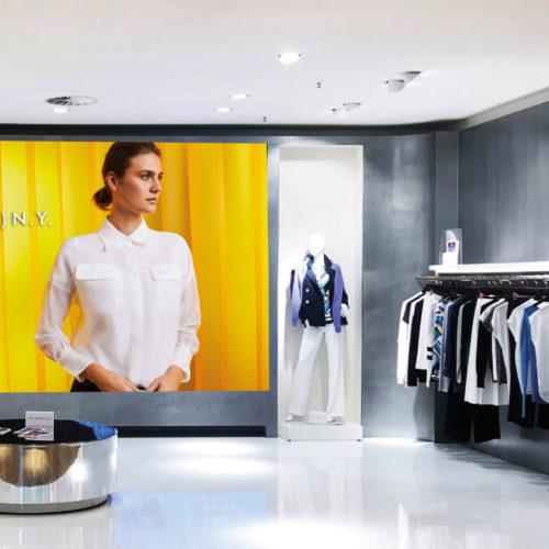 Die Katag stellt in der Bielefelder Zentrale ihre Eigenmarken mit Shopumgebung vor – die Konzepte können übernommen oder angepasst werden