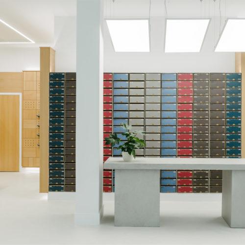 Stylisch angeordnete Schuhkartons