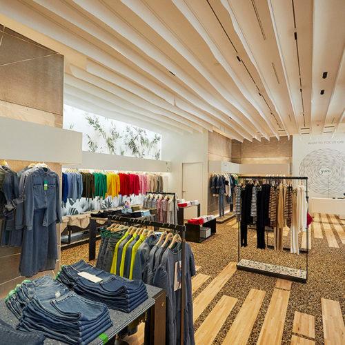Holzlamellen prägen das Interior Design.