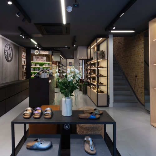 Kork, Leder und Filz prägen  die Gestaltung des Stores.