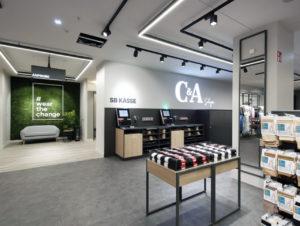 Bild Nixdorf, anbei In Solingen erprobt Fashion-Händler C & A den Einsatz von SB-Kassen. Erfasst wird über EAN-Codes, die Lösung stammt von Diebold Nixdorf.