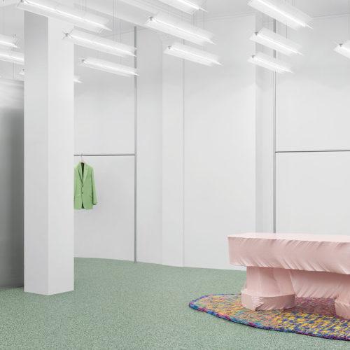 Das schwedische Fashion-Label Acne Studios stattet jeden Store, hier in Oslo, mit einem eigenen Beleuchtungskonzept aus – immer im Leuchtstoffröhren-Design.