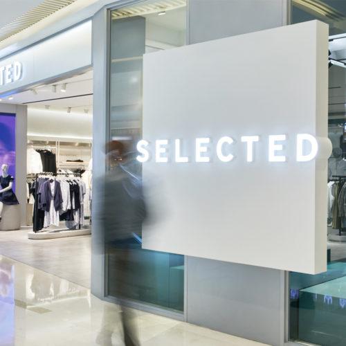 Die Fassade eines Selected-Stores