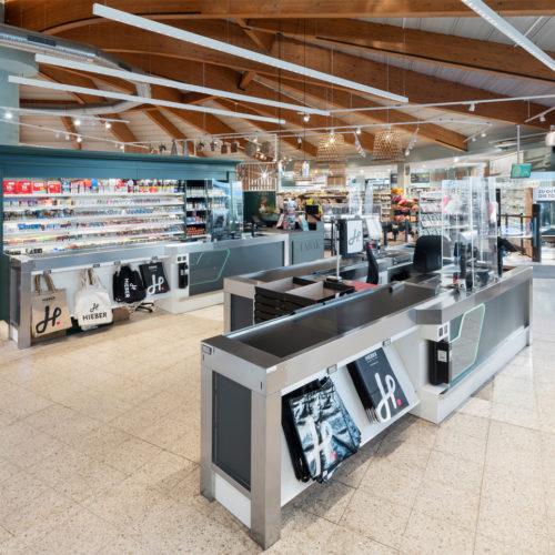 """Der Hieber-Frischemarkt erhielt für sein individuelles Ladenbaukonzept verschiedene Auszeichnungen, u. a. den """"Goldenen Zuckerhut""""."""