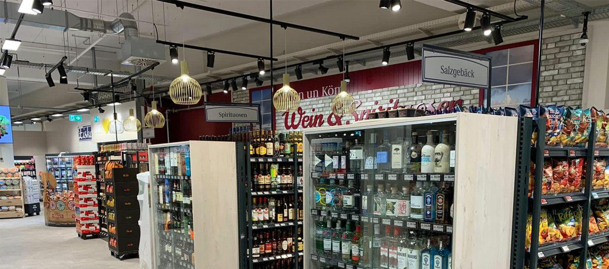 Weinabteilung des neuen Edeka Jensen-Supermarktes im Schlei-Center in Schleswig