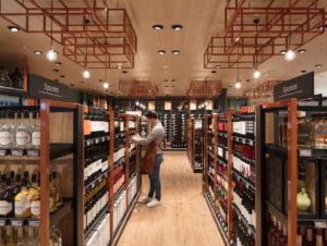 Die Weinabteilung hebt sich gestalterisch vom Umfeld ab