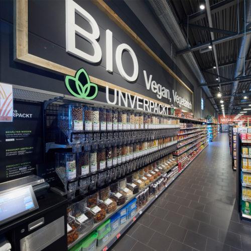 Lose Waren können die Konsumenten eigenständig in Mehrwegbehälter abfüllen.
