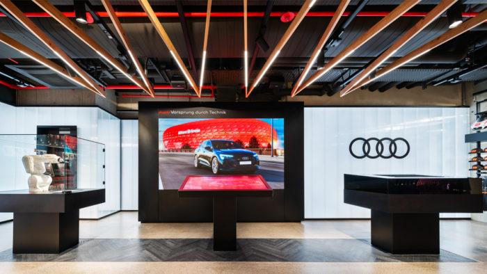 Digitale Anwendungen bereichern die Customer Journey im Bayern München Store am Münchner Marienplatz.