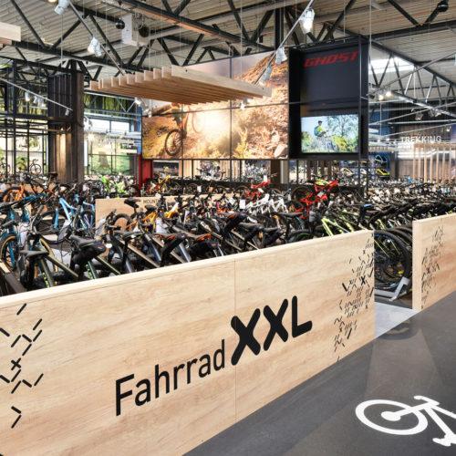 Das Sortiment umfasst ein Fahrrad-Vollsortiment plus Zubehör und Accessoires.