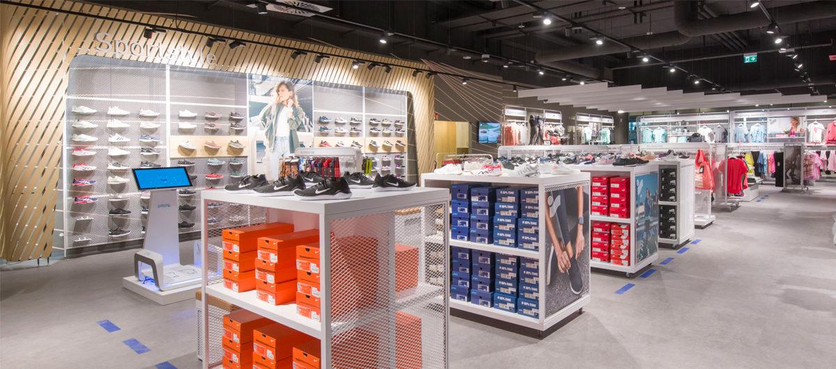Schuhabteilung mit Fußmessgerät bein Intersport Klose in Velbert