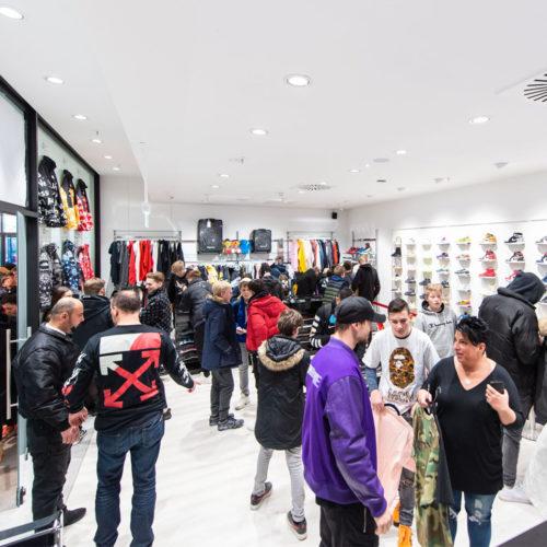 Laced Up, ein Pop-up eines Sneaker-Influencers in der Schwanthaler Höhe in München, sorgte schon vor der Eröffnung für viel Betrieb.