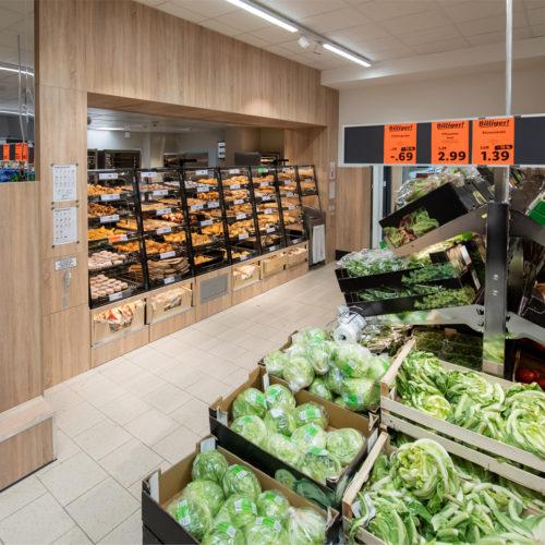 Besondere Aufmerksakmkeit gilt wie üblich der Obst- und Gemüseabteilung.