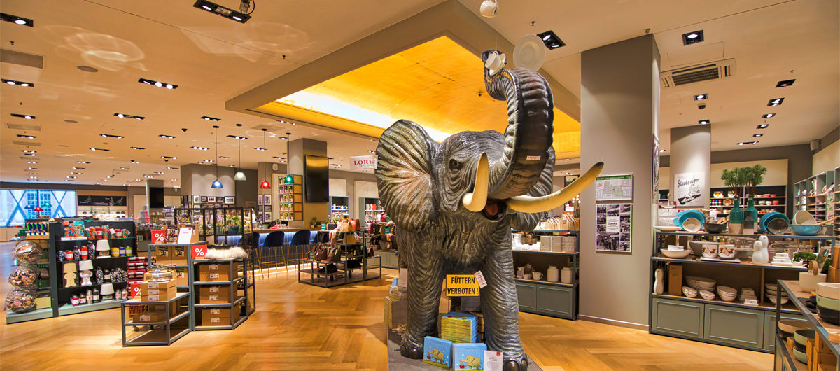 Highlight bei Lorey in Frankfurt am Main: der riesige Elefant