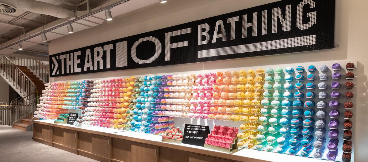 Große Auswahl von Badekugeln, farbig sortiert