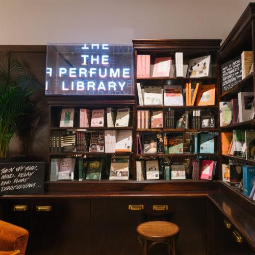 """Die """"Perfume Library"""" inszeniert Parfüms und liefert Geschichten"""