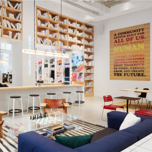 Retail, Arbeitsplätze und Café kombiniert