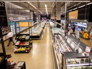 Deutlich erweitert präsentieren sich die Sortimente in den Frischehallen der modernisierten Märkte