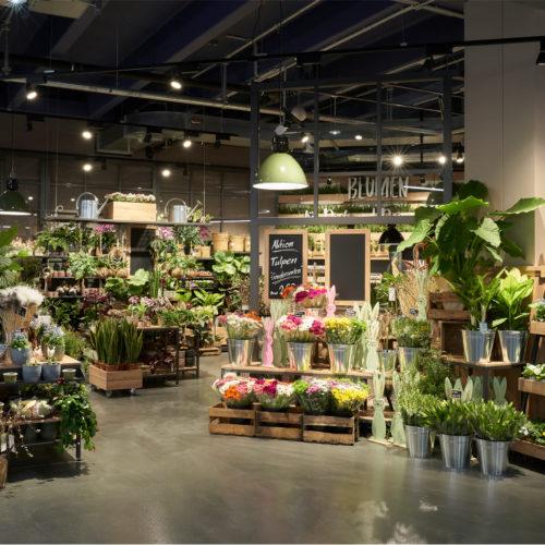 Große Auswahl im integrierten Blumenmarkt