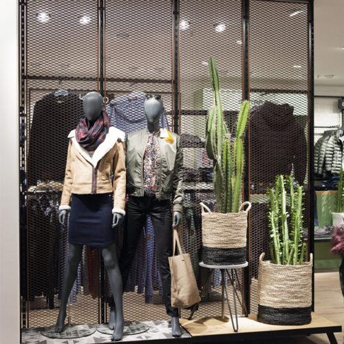 Modehaus Zinser in Tübingen: Die Architekten von Invention strukturieren Flächen gerne mit transparenten Raumteilern