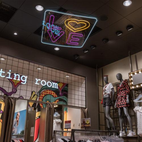 Stylisches Store-Design rund um die Umkleidekabinen