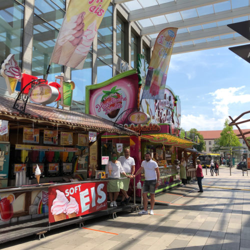 Die HBB gibt Corona-gebeutelten Schaustellern die Möglichkeit, ihre Geschäfte im Außenbereich des Forums Hanau aufzubauen.