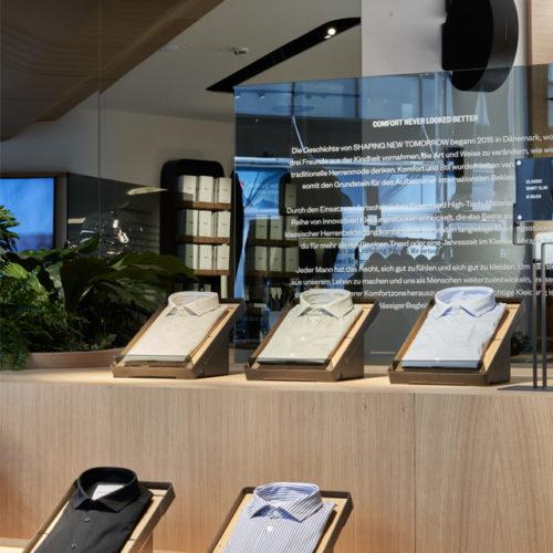 Eichenholz ist das dominierende Material im Store.