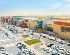 Fassade der Rahmania Mall im Emirat Sharjah