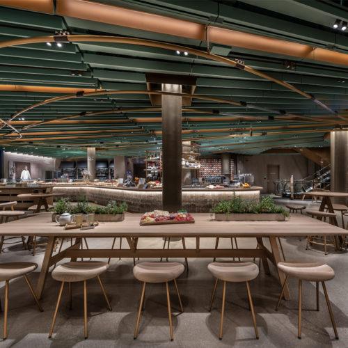 Das Store-Design greift die Farbe der grünen Bohnen auf, die dort gemahlen werden.