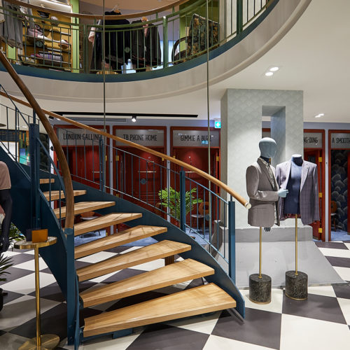 Jede Ebene im Stil eines Hotelkorridors