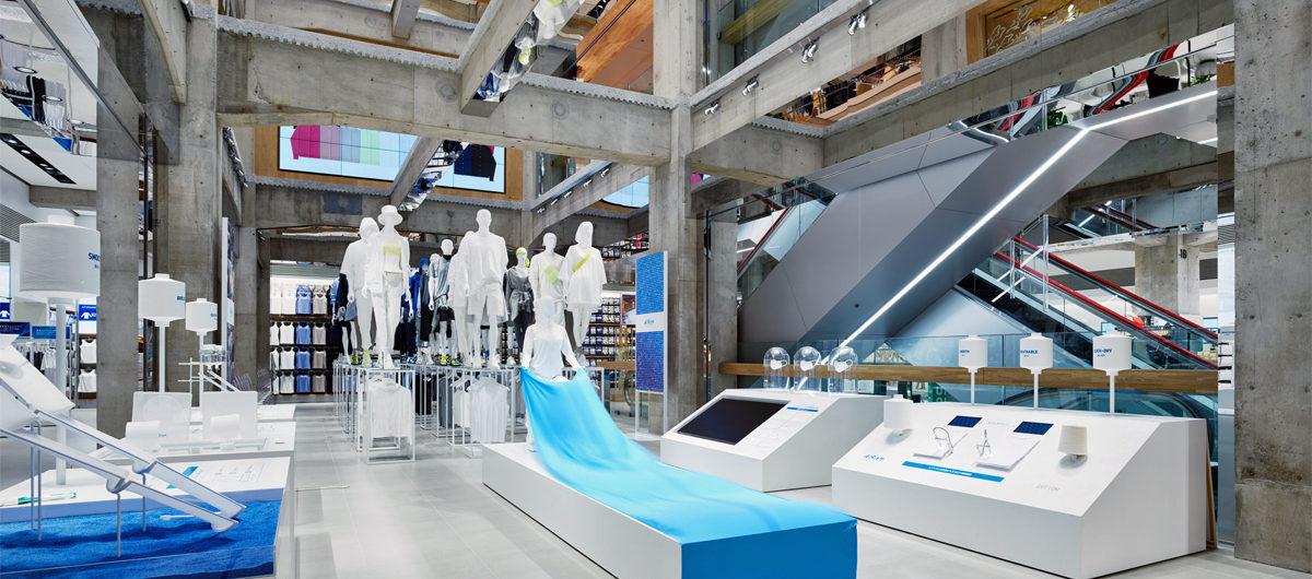 Neuer Flagship-Store von Uniqlo im Ginza Shopping-Disctrict von Tokio