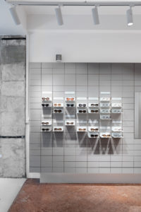 Fliesen dominieren das Store-Design