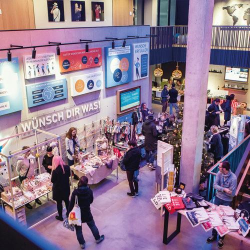 In der neugestalteten Zentrale der Volksbank Bielefeld-Gütersloh finden auch Events wie hier ein Kreativmarkt statt